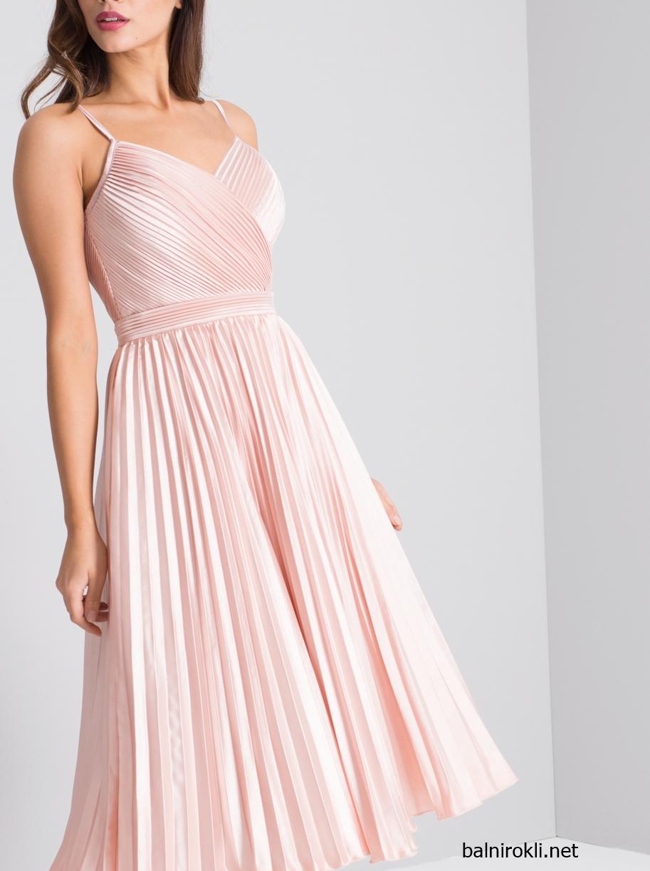 розова рокля сатен плисе средна дължина