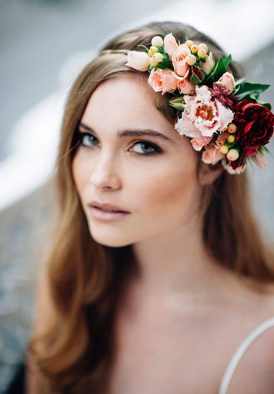 прическа за булка,абитуриентка с красиви цветя