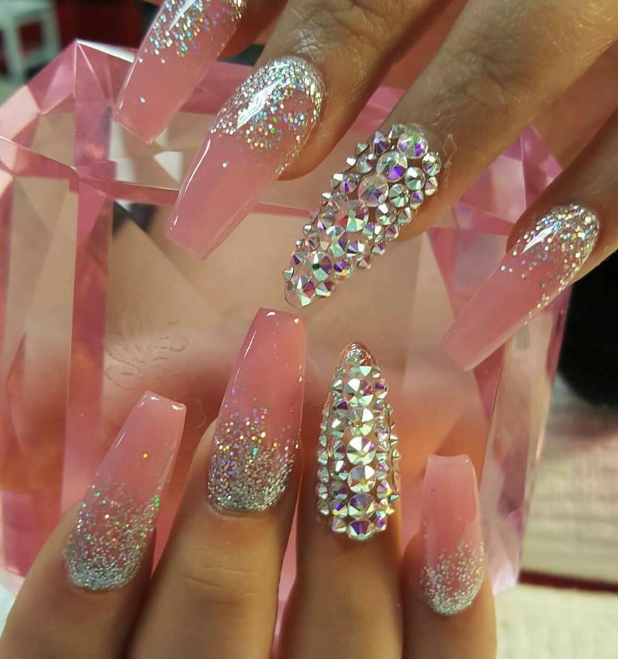розов маникюр с брокат и кристали