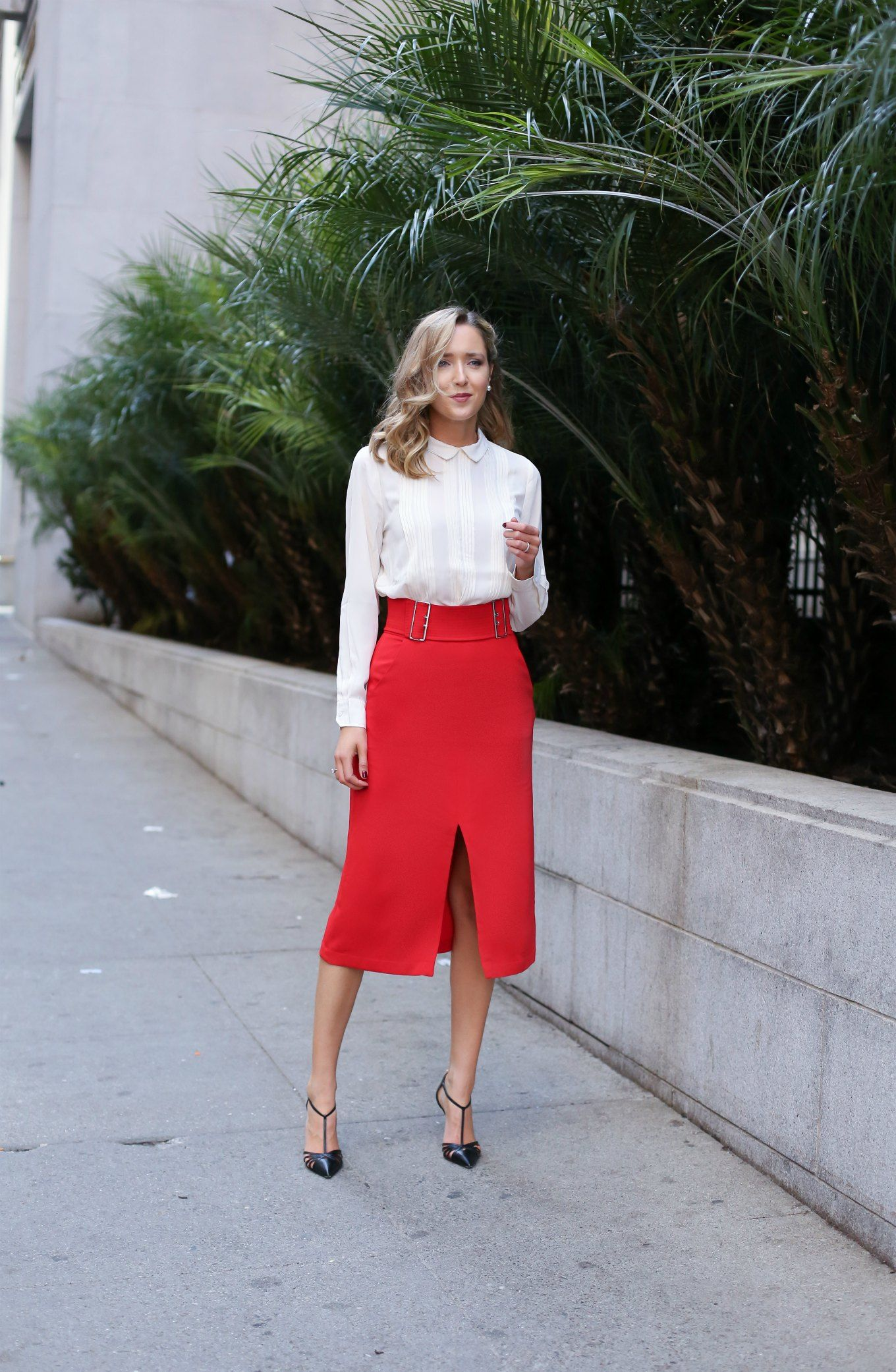 червена пола с цепка