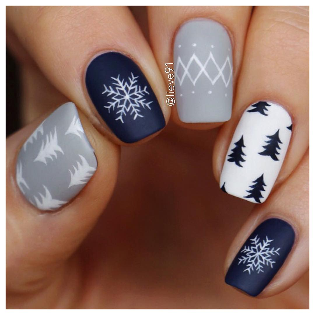 40 Идеи за Коледен Маникюр със Снежинки
