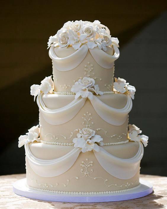 луксозна сватбена торта