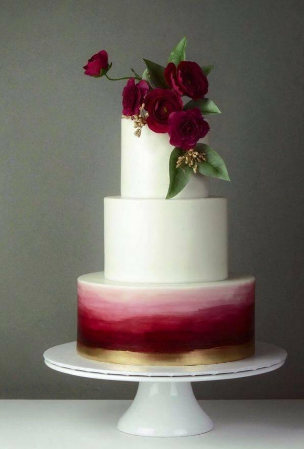 красива сватбена торта с рози