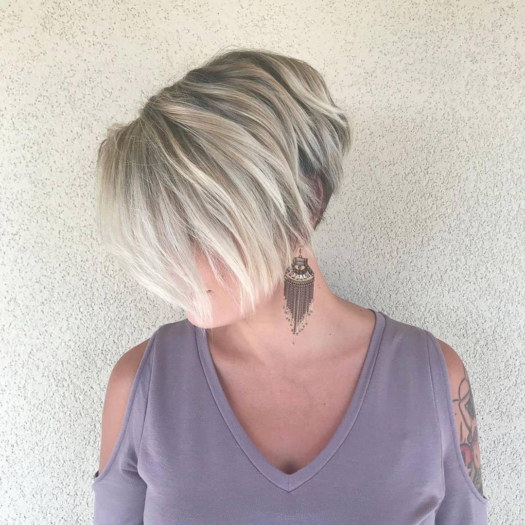 модерни прически за къса коса многослоен пикси боб